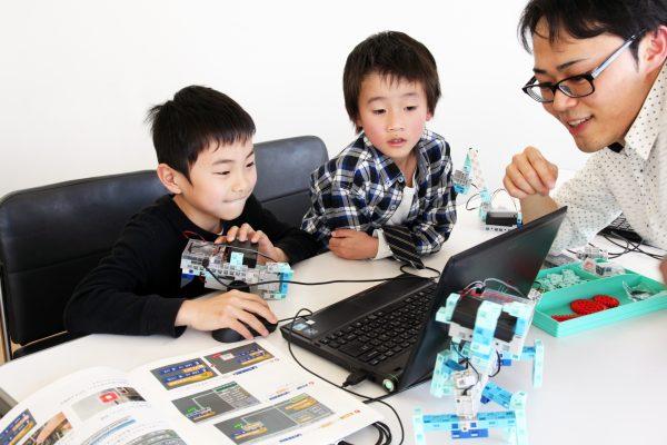 プログラミング教室風景の写真